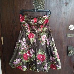 Charlotte Russe Dresses - NWOT- Strapless Floral Holiday Dress